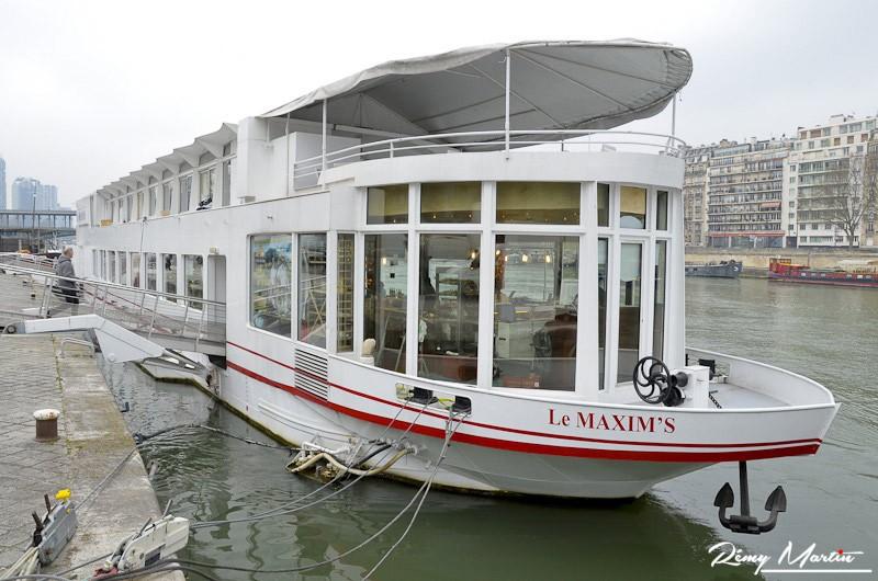 Au salon Saveurs et Vins sur Seine sur la péniche Le Maxim's